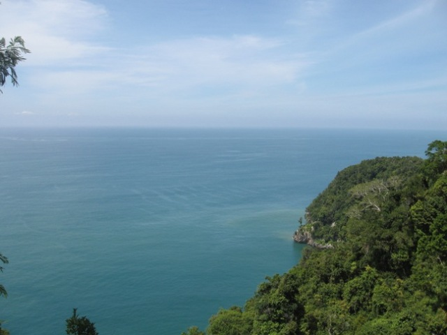 Indahnya lautan dari atas Gunung Gurute